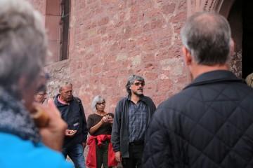 Die Führungen über das Bodendenkmal begannen an der Kirche.