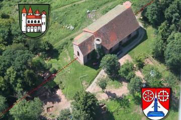 Auch heute noch verläuft die Gemarkungsgrenze mittejn durch die Kirchenruine