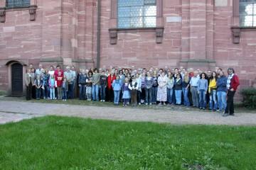 Das Gruppenfoto beim gemeinsamen Grabungsfest zeigt, wie viele Menschen durch die Grabungen auf dem Gotthardsberg aktiviert werden konnten.