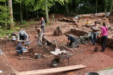 Auch 2011 nutzten zahlreiche ehrenamtliche Helfer unser Projekt  auf dem Gottharsberg dazu, praktische Erfahrungen beim Auagraben zu sammeln.