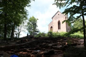 Nun wird deutlich, wie stark die Kirche ursprünglich umbaut war.