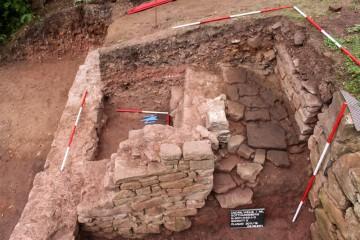 Die Rampe in den Keller des 1525 zerstörten Hauses im Norden des Klosters