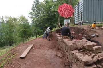 Die Nordmauer nimmt Gestalt an.