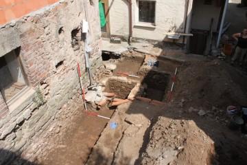 Blick auf das Grabungsareal östlich des Templerhauses