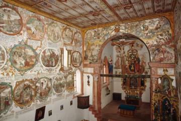 Die im Frühbarock reichhaltig dekorierte Kapelle in Bürgstadt ist Teil des dortigen Kulturwegs.
