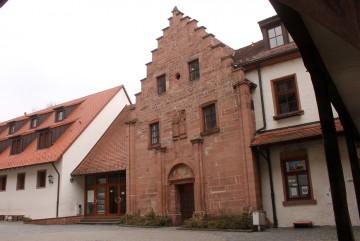 Die Westfassade der Kapelle auf der Burg Rieneck wurde mehrfach restauriert.
