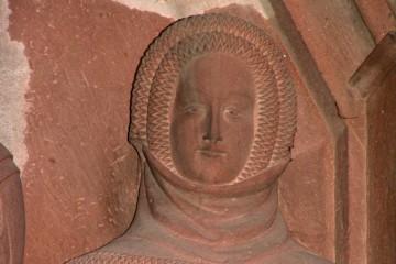 Adelige Dame mit Kruseler von der Adelsgrablege in der Stiftskirche in Wertheim, Ende 14. Jahrhundert
