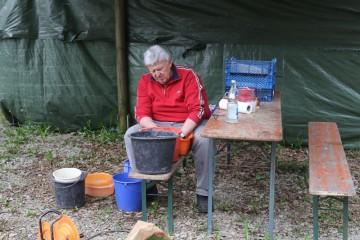 Heinz schulterte die Hauptlast des Scherbenwaschens.
