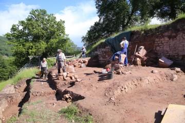 Bei den Grabungen wurde das Plateau des späteren archäologischen Parks geschaffen.