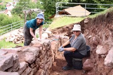 Parallel dazu wurden die freigelegten Mauerstrukturen fotofein gemacht.