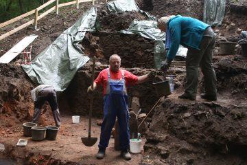 Ohne Achim wären wir beim Ausheben der Kellerverfüllung garantiert nicht so weit gekommen.