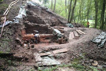 Die ganze Erde über den Fundamenten in der südwestlichen Ecke der Burg wurde per Hand abgetragen!