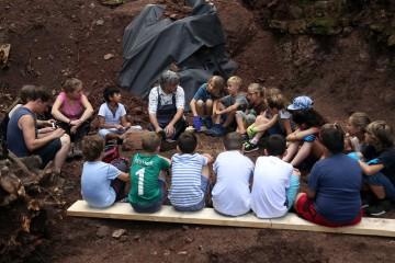 Ab heute unterstützt uns die dritte Klasse der Grundschule Waldaschaff auf der Grabung.