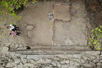 Mit den Augen einer Drohne: Um die mächtige Burgmauer der Kugelburg zu dokumentieren wurde während der Grabung 2018 auch neueste Technik eingesetzt.