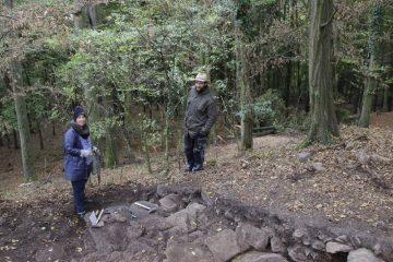 Unerwartet stießen die Ausgräber auch im Norden des Burghügels auf die Ringmauer.