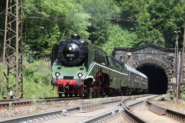Lok 18201, schnellste betriebsfähige Dampflok der Welt mit Sonderzug von Leipzig nach Darmstadt-Kranichstein (Foto: Bernd Keller)
