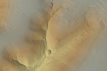 Digitales Geländemodell ohne Baumbestand von der Burg Hauenstein beim Krombach, AB. Datengrundlage: Bayerische Vermessungsverwaltung 2017; Bearbeiter: Karl-Heinz Gertloff, Egelsbach.