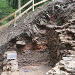 Schnitt 2: Bereich zwischen Zwingermauer und Fachwerkbau