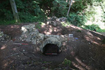 ... inklusive des Zugangs zu einem Gewölbekeller ...