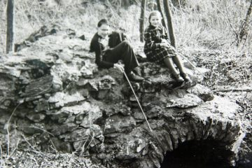... als Sitzgelegenheit ... (Foto: Alois Scheller (+), Mömbris, 1956)
