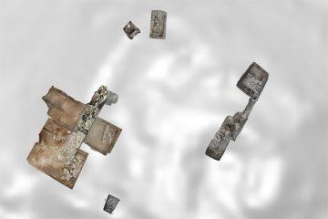 Übersichtsplan der Grabungsschnitte auf dem Kugelberg bei Goldbach. Die Befunde wurden mit dem digitalen Geländemodell hinterlegt.