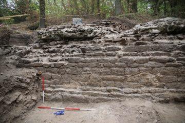 Nördlicher Teil der westlichen Ringmauer von Westen gesehen