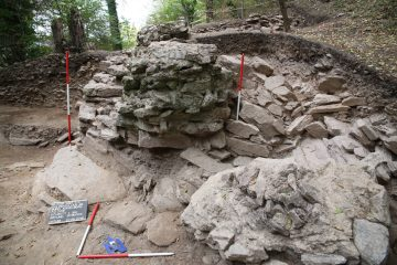 Querschnitt der westlichen Ringmauer von Süden gesehen