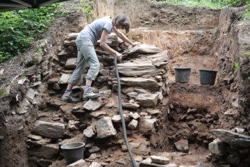 Die Grabungen auf der Burg Mömbris brachten zwischen Mai und Juli 2019 zahlreiche neue Erkenntnisse zur mittelalterlichen Besiedelung von Mömbris.