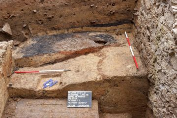 Blick auf das Grubenhaus in Schnitt 2a
