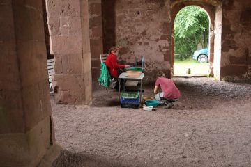 Die Grabungsverwaltung findet in der romanischen Kirche statt.