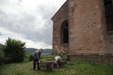 Manpower östlich der Kirche auf dem Gotthardsberg