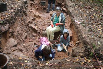 Enkeltag im Grabungsschnitt